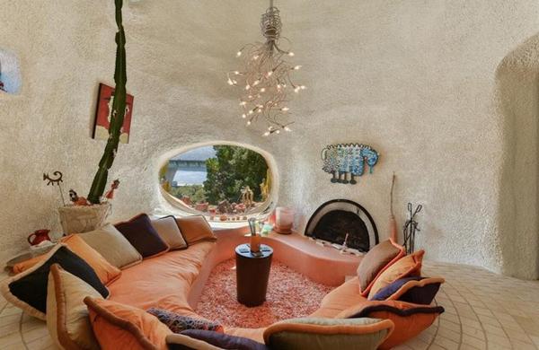 la-casa-dei flintstones-in vendita-salotto1